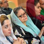 هنگامه گلستان همسر زنده یاد کاوه گلستان از میهمانان حاضر در مراسم اختتامیه جشنواره عکس تعاون | عکاس: مریم خداوردی