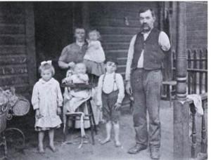لویس هین، یک بازو و چهار کودک
